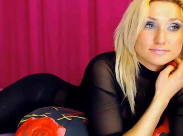 Hot cam model Linda18 is a professional at squeezing out your cum!